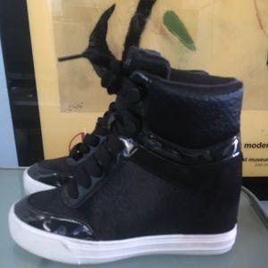 Guess hi top sneakers size 6.5